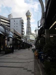 道頓堀、グリコ、日本橋、通天閣と歩いて回れるんですな。
