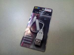 PSP用充電ケーブル。あきばお~で110円。HOME SPOTはこのケーブルから電源供給可能の模様。