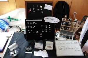 銀細工師・室長さんによるシルバーアクセの展示。一部頒布もされていました。