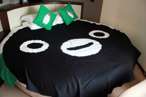 Suicaペンギンのベッドは成人男性2人でも余裕を持って雑魚寝できるサイズ。