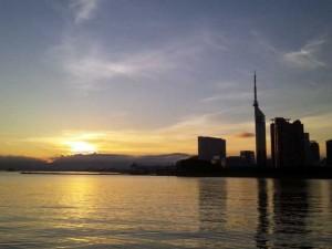日の出with福岡タワー。新しい朝が来た!
