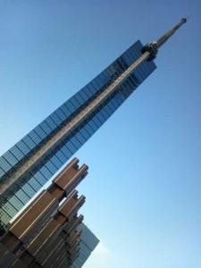福岡タワー全貌。頑張ってフレームに入れたよ!